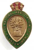 WW1 National Association of Landswomen land army badge