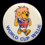 World Cup Willie 1966 lion mascot tin button badge