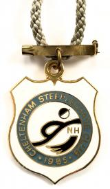 Cheltenham Steeplechase 1985 horse racing club badge