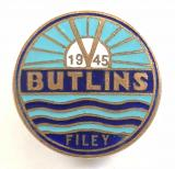Butlins 1945 Filey Holiday Camp rising sun V for Victory badge