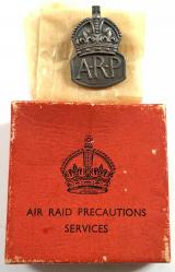 Air Raid Precautions 1938 silver male warden ARP badge and box
